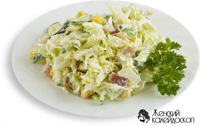Салат из капусты с курицей и яйцами