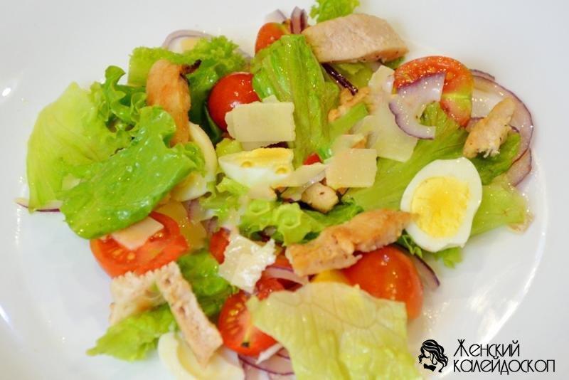 рецепт салатов с перепелиными яйцами и колбасой