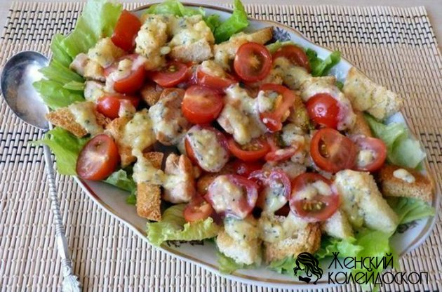 Салат из курицы и огурцами и помидорами