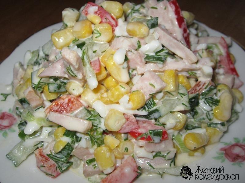 Салат с яйцом и огурцом и ветчиной и сыром фото